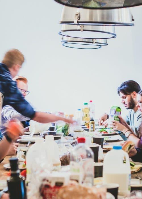 Het Elephant team aan de lunch tafel